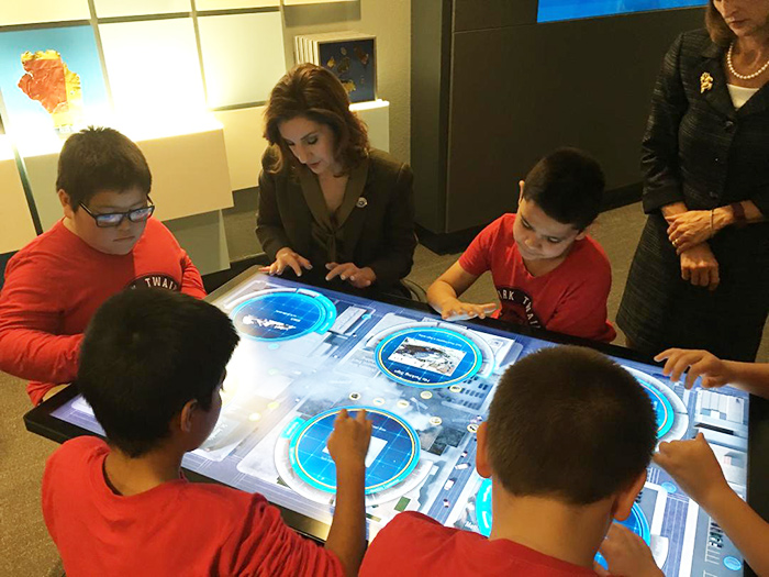Supt Hofmeister with students at STEM lab