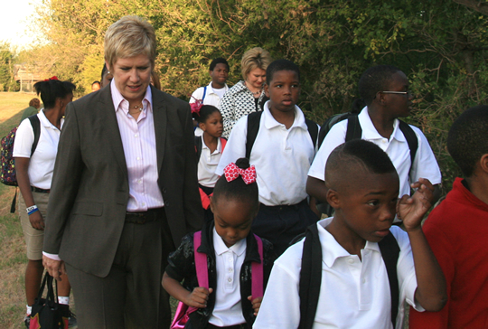 State Supt. Janet Barresi walks to school with Millwood students.